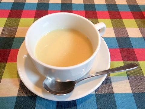 埼玉県春日部市牛島にある洋食店「キッチンローリー Kitchen ROLLY」ランチのスープ