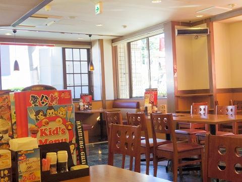 東京都世田谷区桜丘4丁目にあるファミリーレストラン「ビッグボーイ 桜丘店」店内