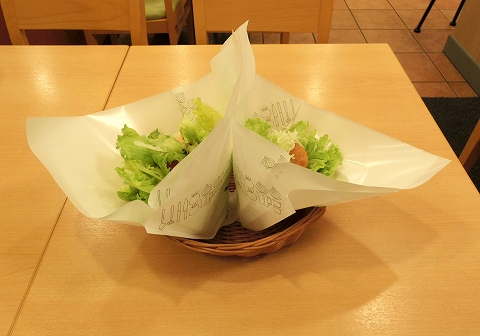 東京都練馬区春日町6丁目にあるハンバーガー、ファーストフードの「モスバーガー 練馬春日町店」モスの菜摘のモス野菜とモスの菜摘チキン