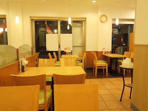 東京都練馬区春日町6丁目にあるハンバーガー、ファーストフードの「モスバーガー 練馬春日町店」店内