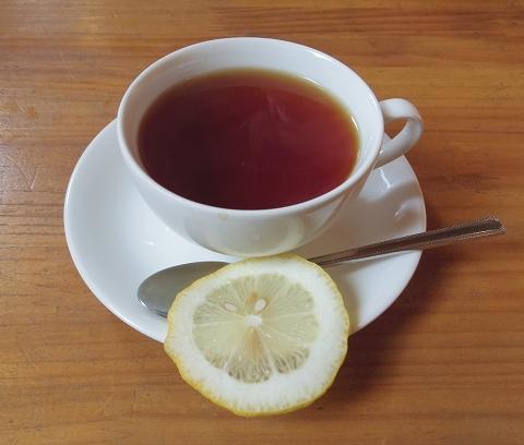 埼玉県春日部市藤塚にあるカフェ「琥珀」ホットレモンティー