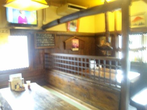 埼玉県所沢市山口にある鶏料理店「軍鶏鍋 鶏八」店内