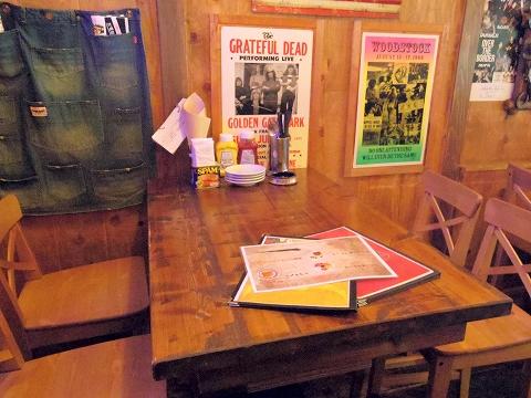 神奈川県川崎市川崎区東田町にあるハンバーガー、ステーキの「WILD STOCK ワイルドストック」店内