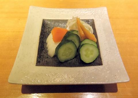 埼玉県所沢市東町にある居酒屋「お酒と魚 三二六 SABUROKU」漬物盛合せ