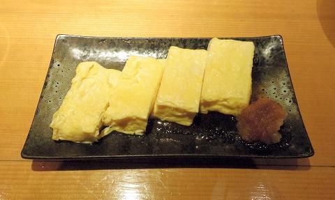 埼玉県所沢市東町にある居酒屋「お酒と魚 三二六 SABUROKU」だし巻き玉子