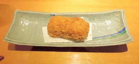 埼玉県所沢市東町にある居酒屋「お酒と魚 三二六 SABUROKU」カニクリームコロッケ