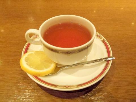 東京都新宿区西新宿1丁目にあるカフェ「カフェテラス・シルエット」ホットレモンティー