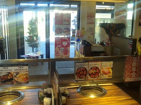 埼玉県春日部市緑町5丁目にある焼肉店「焼肉ブリッジ」店内