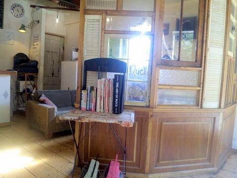 埼玉県所沢市東新井町にあるバーベキュー・ハンバーガー料理店「B.B.Q KIMURA バーベキューキムラ」店内