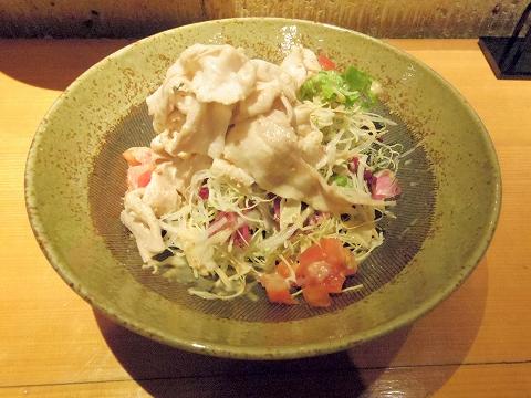 埼玉県所沢市東町にある居酒屋「お酒と魚 三二六 SABUROKU」豚しゃぶサラダ