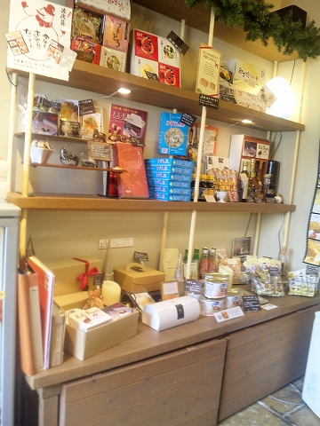 埼玉県所沢市宮本町2丁目にあるカフェ「うずら屋」店内