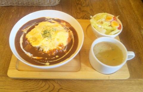 埼玉県所沢市宮本町2丁目にあるカフェ「うずら屋」フランスうずらの贅沢オムライスとスープとサラダ