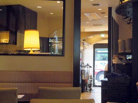 石川県金沢市青草町にあるイタリアン「カフェアルコ メルカート CAFFE ARCO MERCATO」店内