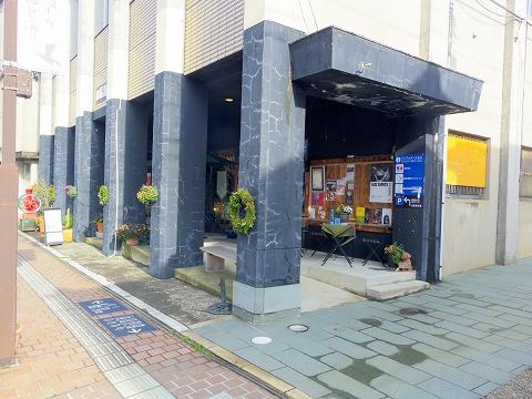 石川県加賀市山代温泉温泉通にあるバー、カフェ「COCKTAIL Bar SWING & Jazz Cafe カクテルバースイング&ジャズカフェ」外観