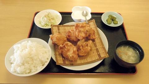 茨城県ひたちなか市大平4丁目にある「中華料理 翔ちゃん」鳥の唐揚定食