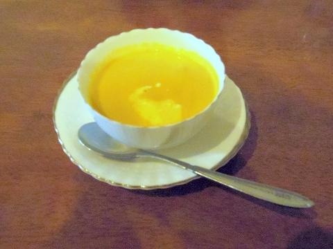 埼玉県越谷市南越谷4丁目にあるフレンチのお店「ビストロニシナ」レディースランチのかぼちゃのスープ