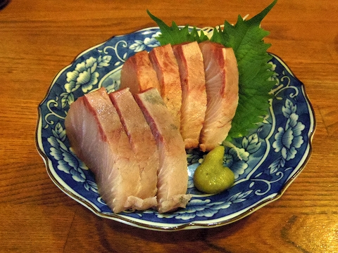 埼玉県越谷市千間台西2丁目にある居酒屋「おふくろう」ブリの刺身