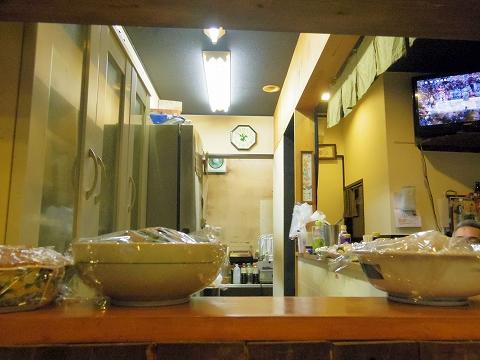 埼玉県越谷市千間台西2丁目にある居酒屋「おふくろう」店内
