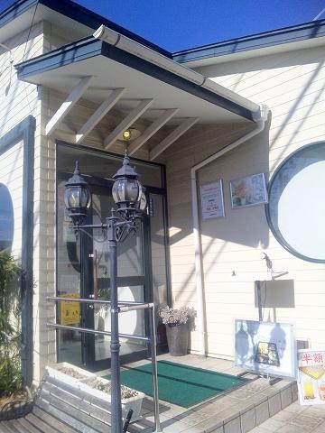 埼玉県所沢市北所沢にある中華料理店「上海料理 寒舎」入口