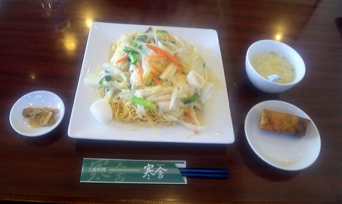 埼玉県所沢市北所沢にある中華料理店「上海料理 寒舎」海鮮五目カタ焼きそば