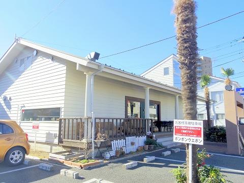 埼玉県入間市東町1丁目にある洋食、ダイニングバーのお店「ボンボン・ウエボン BonBon Huevon」外観
