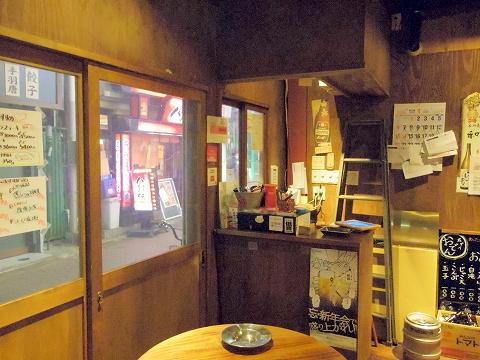 東京都板橋区成増2丁目にある居酒屋「成増ダイナマイト酒場グレート」店内