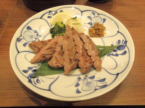 石川県小松市沖周辺土地区画整理事業区域内20街区のイオンモールにある牛肉料理「炙り牛たん万 新小松イオンモール店」極み牛たん焼き