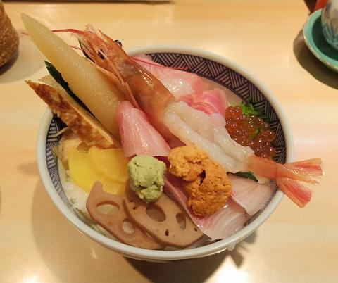 神奈川県川崎市川崎区本町2丁目にある「寿司 和食ダイニング 御蔵」特選ちらし丼 大