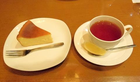 東京都新宿区中落合1丁目にある喫茶店「COFFEE SHOP yakata 館」チーズケーキセット