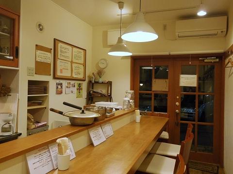 神奈川県川崎市中原区木月2丁目にある自然食のお店「木月キッチン」店内