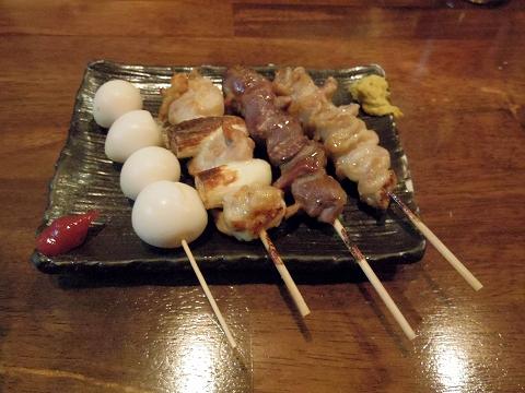 神奈川県川崎市中原区木月2丁目にある焼鳥店「鳥作 元住吉店」うずらの卵、ねぎま、砂肝、皮