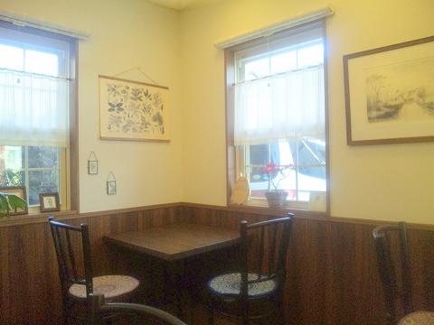 埼玉県所沢市下安松にあるカフェ、珈琲専門店の「自家焙煎珈琲カプリコーン」店内