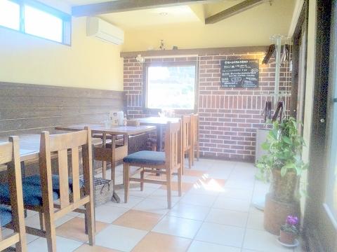 埼玉県所沢市久米にあるカフェ、イタリアンのお店「カフェ&レストラン café&restaurant 周」店内