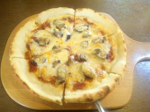 埼玉県所沢市久米にあるカフェ、イタリアンのお店「カフェ&レストラン café&restaurant 周」茄子と自家製ミートソースのピザ