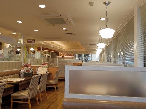 東京都練馬区高松6丁目にあるファミリーレストラン「ジョナサン 練馬高松店」店内