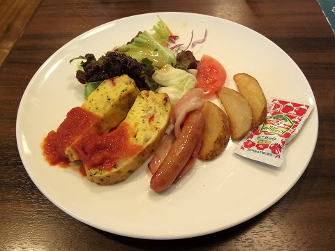 東京都練馬区高松6丁目にあるファミリーレストラン「ジョナサン 練馬高松店」スペイン風オムレツモーニング