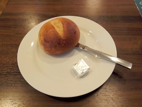 東京都練馬区高松6丁目にあるファミリーレストラン「ジョナサン 練馬高松店」スペイン風オムレツモーニングのソイブレッド