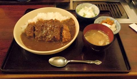 埼玉県所沢市荒幡にある焼肉、ラーメン、釜飯の「バーベキューあらはた」カツカレー