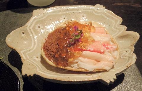 石川県加賀市山代温泉にある温泉旅館「べにや無何有」夕食 香箱蟹 琥珀ゼリー