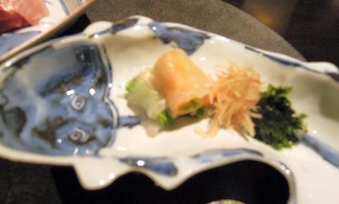 石川県加賀市山代温泉にある温泉旅館「べにや無何有」夕食 向付 平目あん肝巻 芽葱茗荷 川海苔