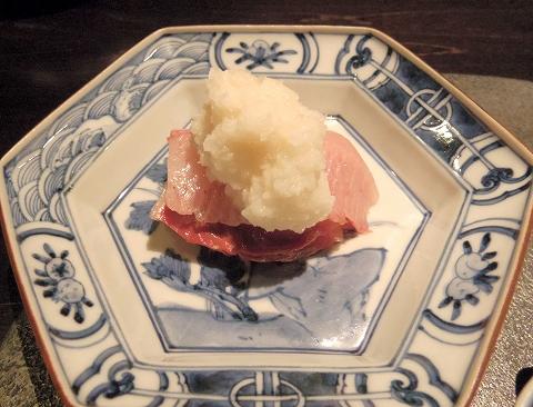 石川県加賀市山代温泉にある温泉旅館「べにや無何有」夕食 向付 能登寒鰤 辛味大根