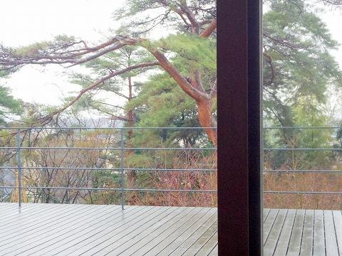 石川県加賀市山代温泉にある温泉旅館「べにや無何有」朝食 ダイニングからの風景