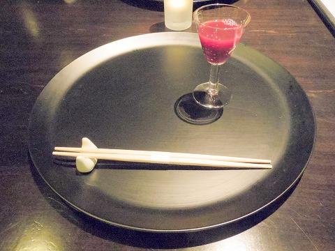 石川県加賀市山代温泉にある温泉旅館「べにや無何有」夕食 一献 加賀梅酒の代わりのジュース