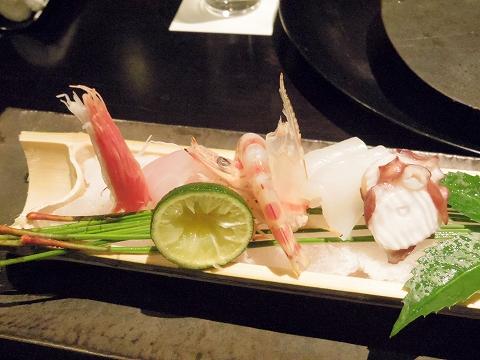 石川県加賀市山代温泉にある温泉旅館「べにや無何有」夕食 向付 なめら 才巻海老 鮪 赤烏賊 岩蛸