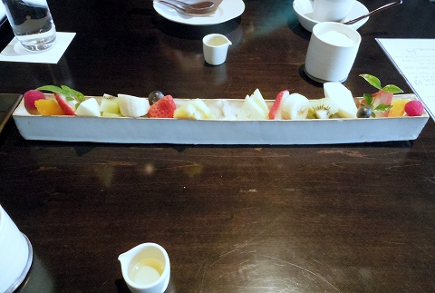 石川県加賀市山代温泉にある温泉旅館「べにや無何有」朝食 季節の果物