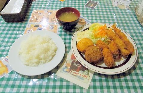 東京都練馬区田柄2丁目にある洋食店「キッチンE&M」ミックスフライ+カキフライ(3個)のセット