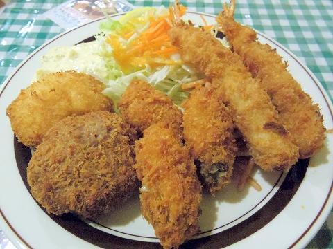 東京都練馬区田柄2丁目にある洋食店「キッチンE&M」ミックスフライ+カキフライ(3個)