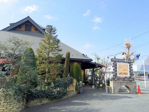 埼玉県入間市春日町1丁目にあるイタリア料理のお店「ナポリのかまど 入間本店」外観