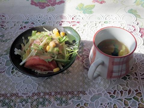 茨城県水戸市見川町にある洋食店「レストハウス時代屋」セットのサラダとスープ