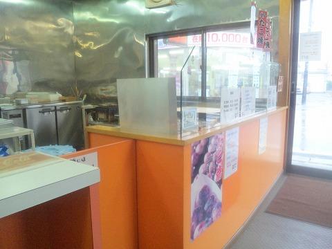 埼玉県入間市上藤沢にあるたこ焼き、明石焼き、たい焼きのお店「荻だこ」店内